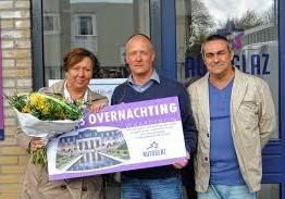 Inwoonster van Hoofddorp ontving op vrijdag 18 april jl. de 'Heerlick op weg-actie maandprijs.